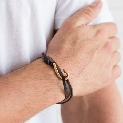 pulseira-masculina-em-couro-hook-gold-brown-leather-key-design