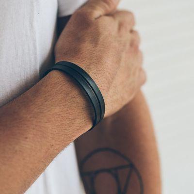 pulseira-masculina-em-couro-huerta-black-series-preta-verso-key-design