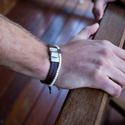 pulseira-masculina-em-couro-huerta-silver-brown