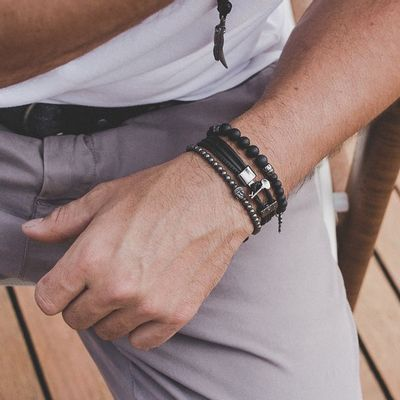 pulseira-de-pedra-preta
