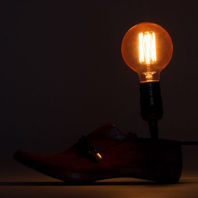 LUMINARIA-OLD-SHOES-WOOD-3