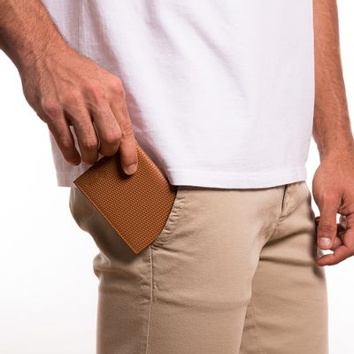 4210-key-design-acessorio-masculino-carteira-wallet-john-point-caramel-corpo-01