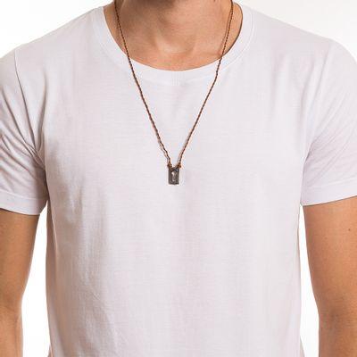 key-design-acessorio-masculino-colar-escapulario-tresse-silver-corpo