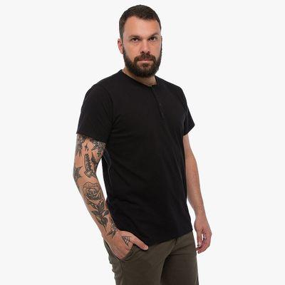 Camiseta-Henley---Preta-Lookbook-01-02