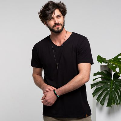 Camiseta-V-preta-frente