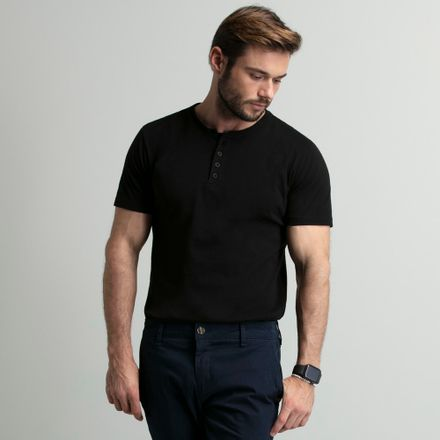 camiseta-henley-preta-4-botoes-key-design