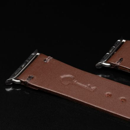 APPLE-WATCH-BAND---BROWN